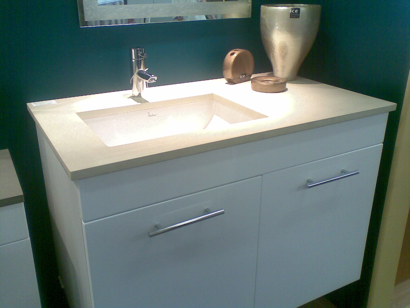 Pros and cons of wall-hung vanity units