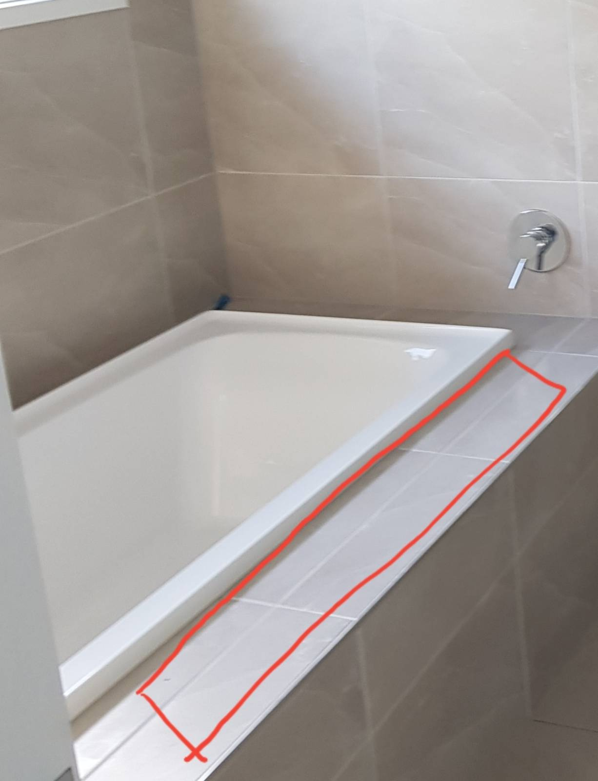 Bath hob tiling and tub not centred as to plan