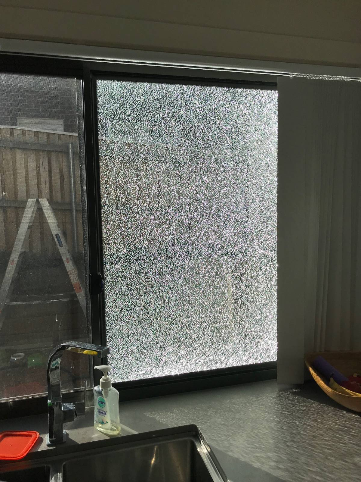 Exploding Toughened Glass, Stegbar Window