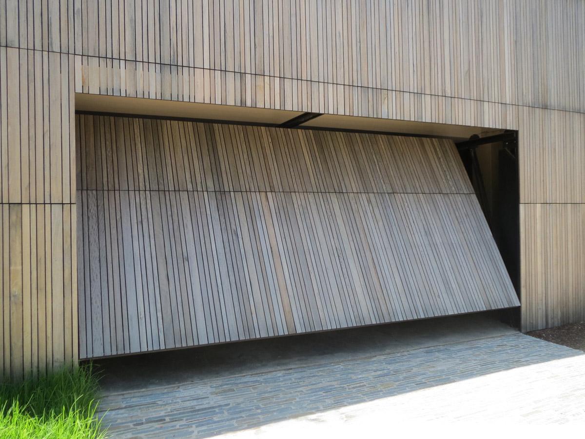 Tilt door (garage)