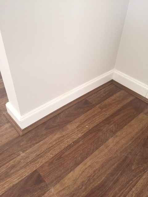 Has anyone removed laminate flooring skirting.