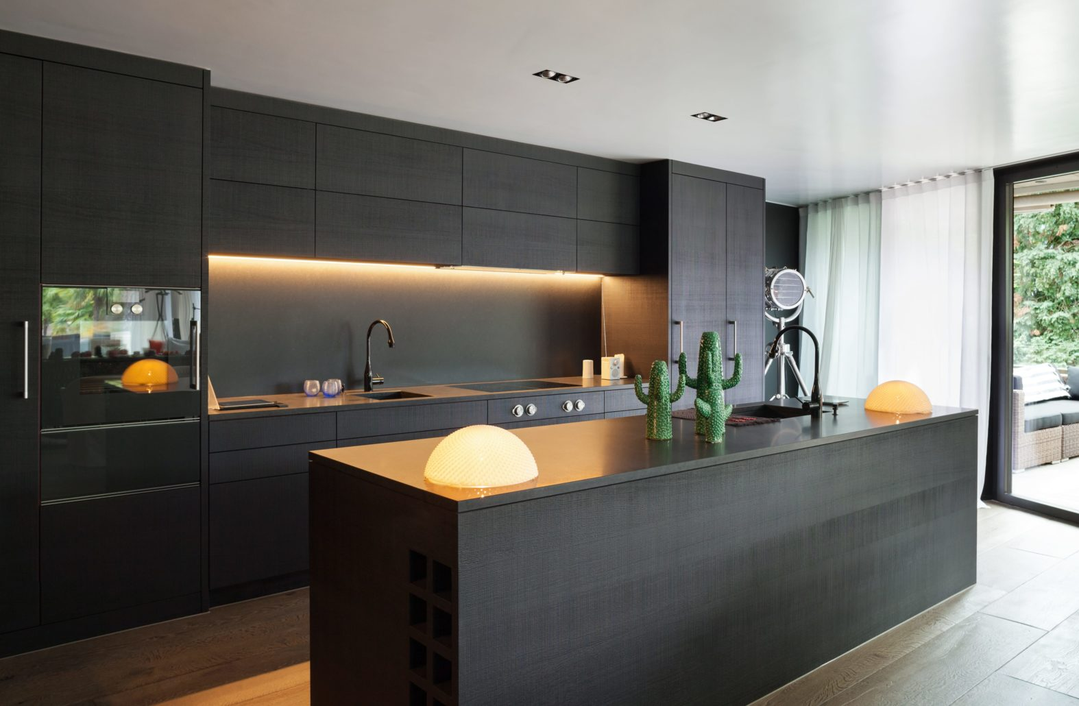 SIMPLE AND MODERN, CUSTOM BUILT TEXTURED KITCHEN