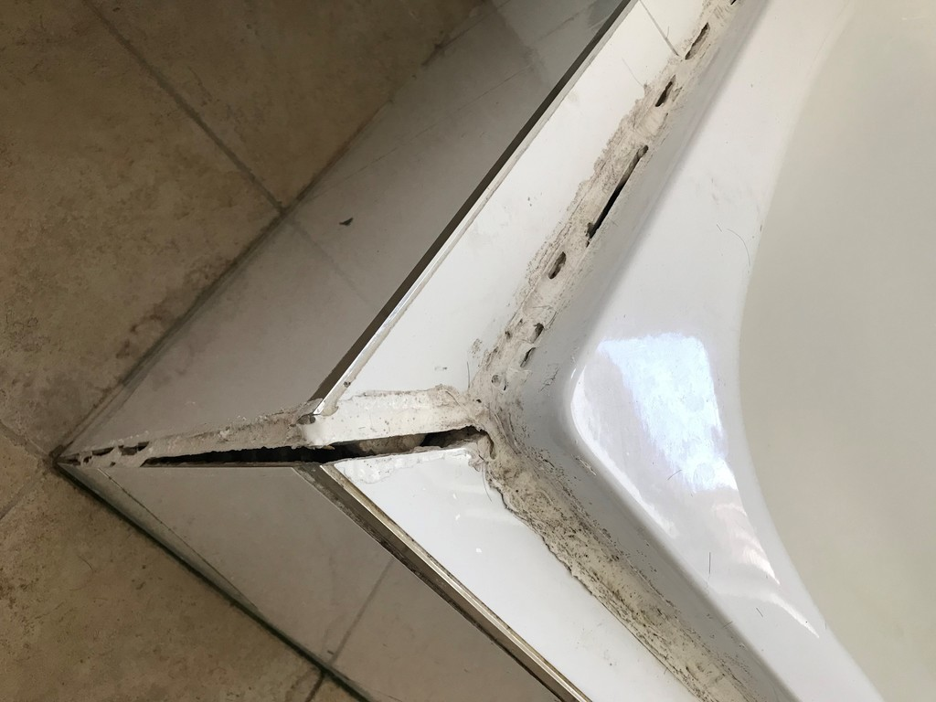 crack of the bath tub surround