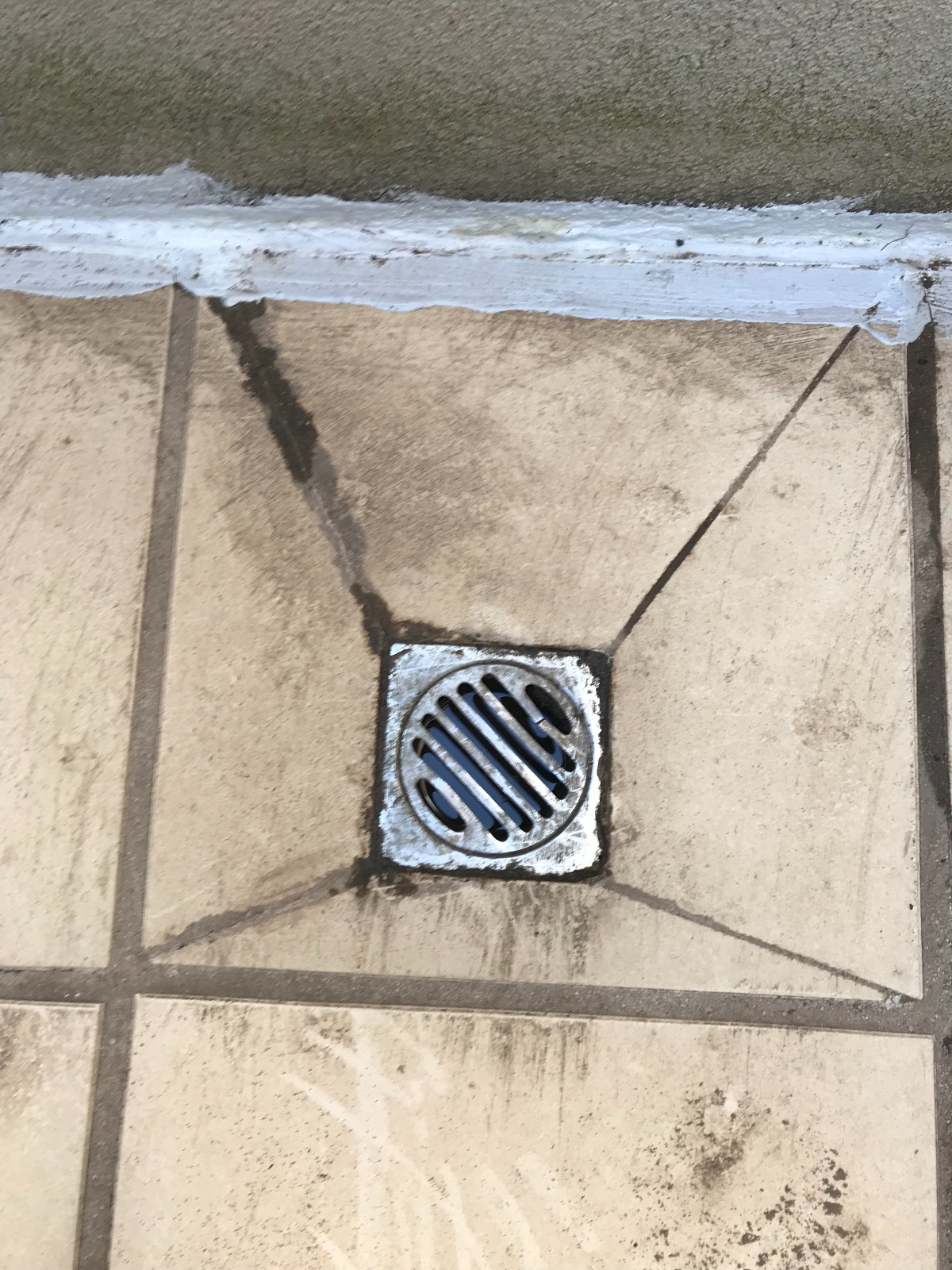 How to remove the grill for a drain cover