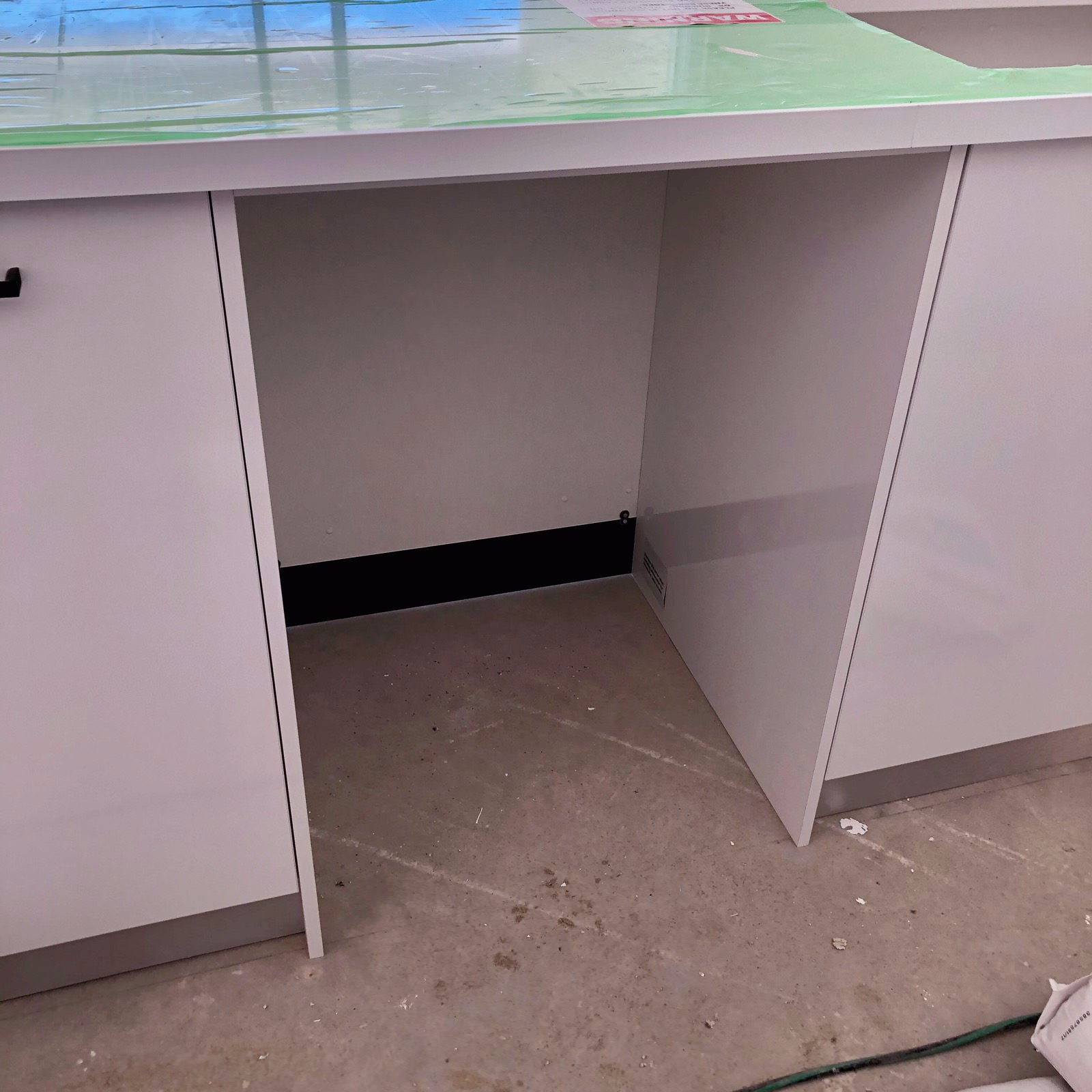 Dishwasher Recess / Built-In
