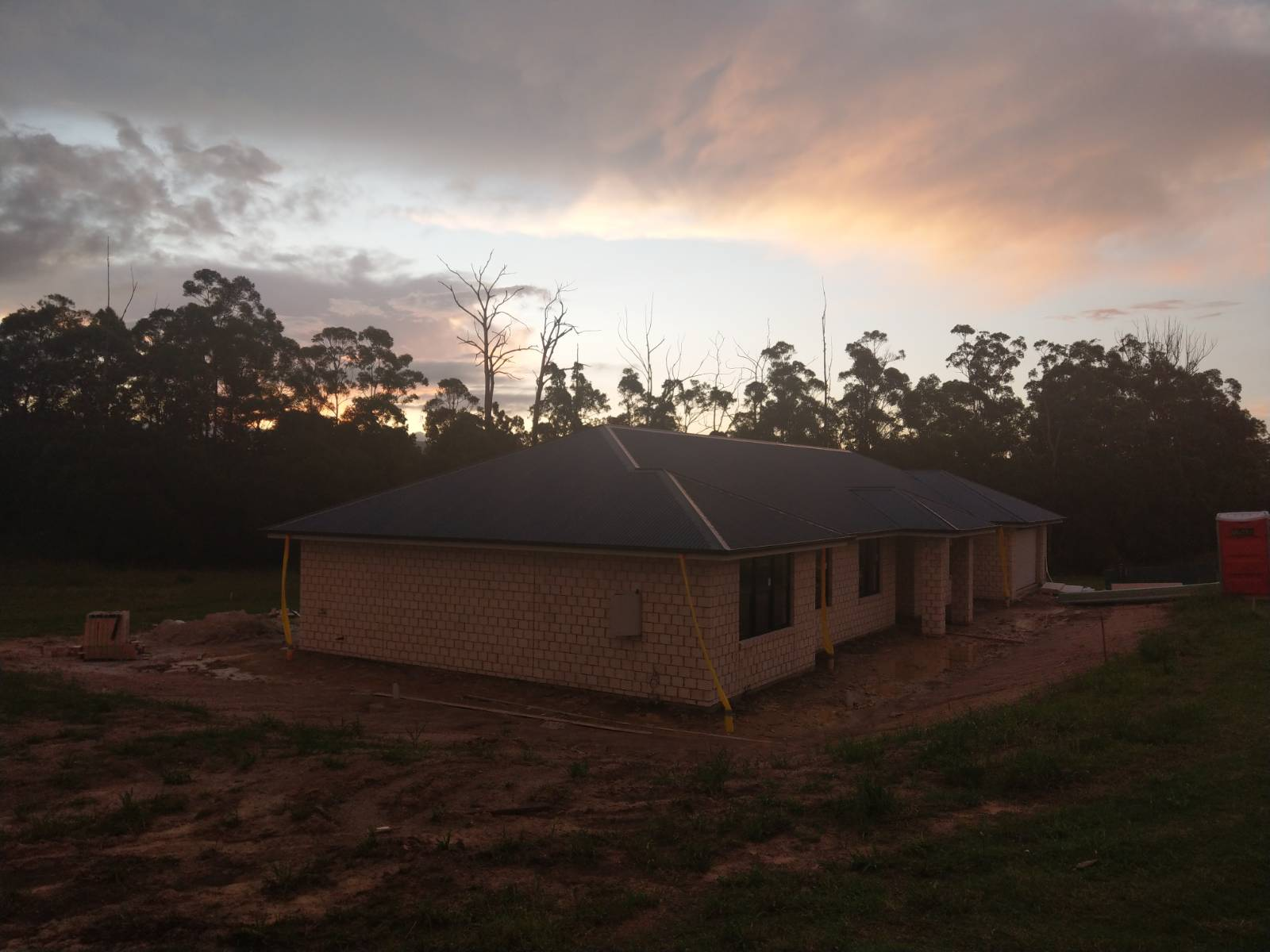 Building our first home - A Retreat 305 in D'aguilar with Ha