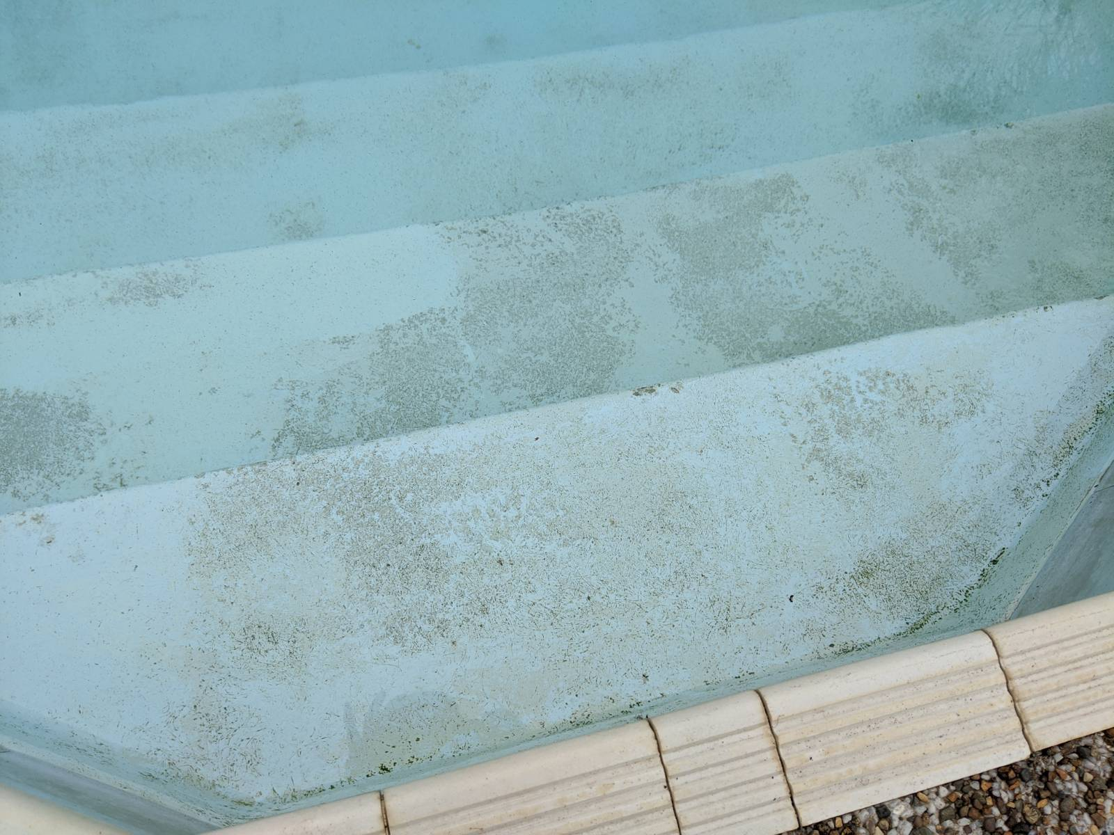 Refinishing / cleaning of surface of pool