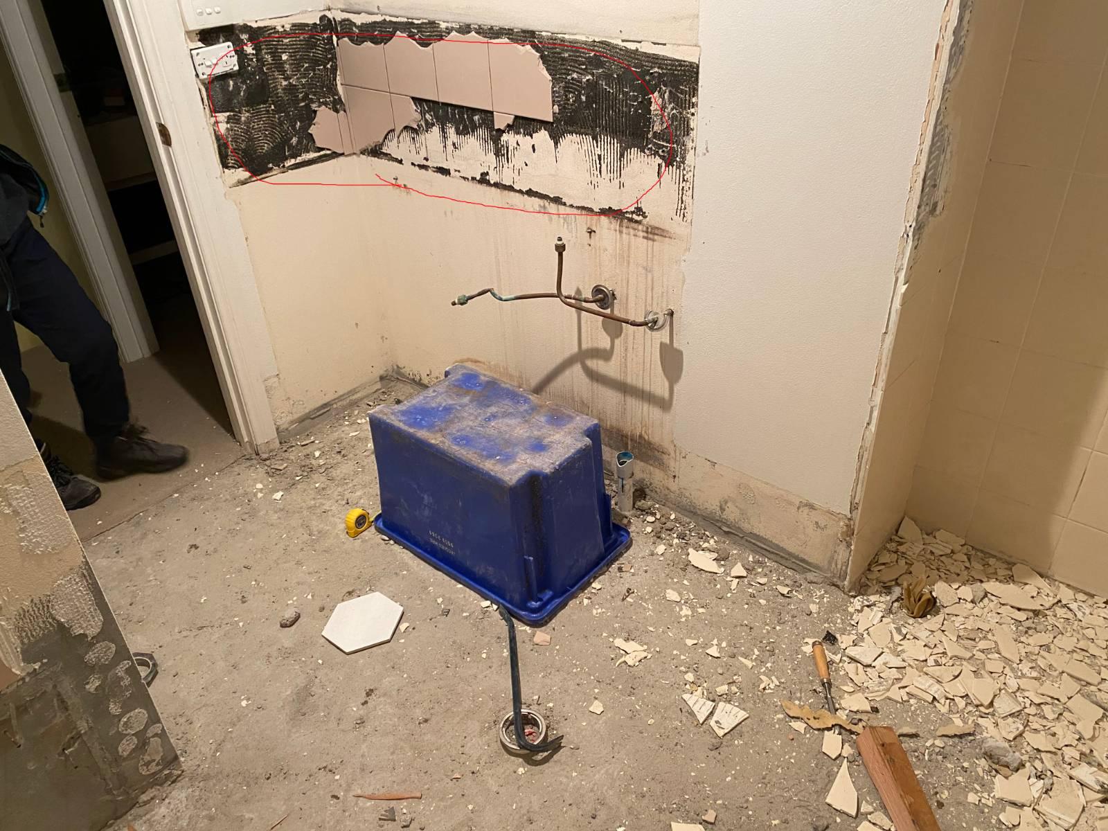 Textualise bathroom wall